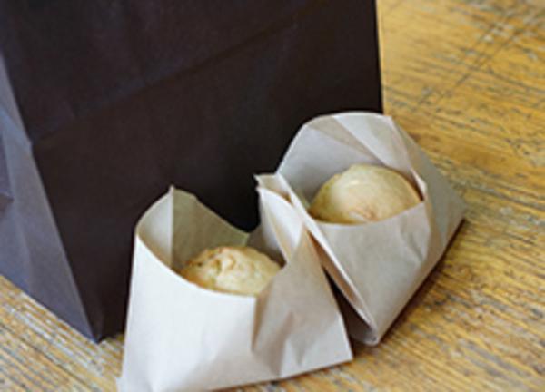 地元の食べ物を使ったお菓子を扱う【くぅ~まん】
