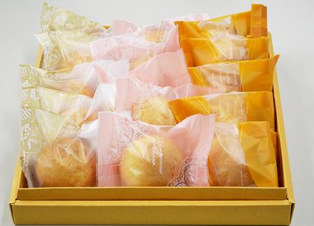 プレーンの生地にキャラメルチョコ・ゴマを混ぜている饅頭(15個入)